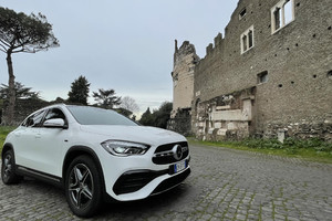 Nuova Mercedes GLA 250e EQ Power (ANSA)