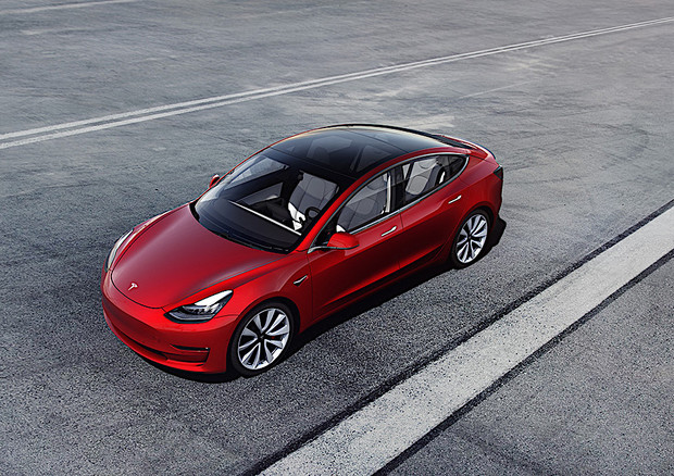 Elettrica Tesla Model 3 più accessibile con rate e incentivi © ANSA