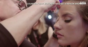 Nel backstage del fashion show di Victoria's Secret