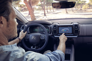 Citroen C5 Aircross PHEV, interfacce intuitive (ANSA)
